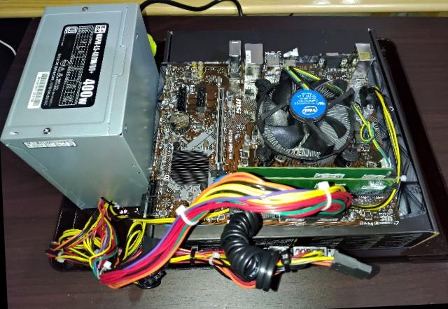 仮組状態の自作PC
